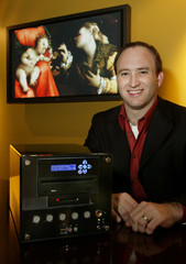 RGB LABS FOUNDER AT CEO SCOTT LIPSKY DISPLAYS GALLERYPLAYER IN SEATTLE.