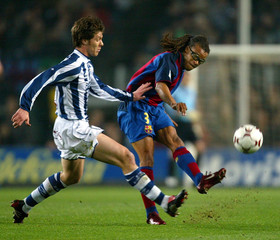 BARCELONA'S DAVIDS KICKS BALL PAST REAL SOCIEDAD'S ALONSO DURING SPANISH FIRST DIVISION SOCCER MATCH ...