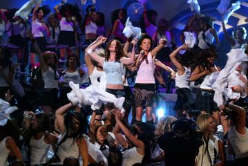 RUSSIAN POP DUO TATU AT 2003 MTV MOVIE AWARDS.
