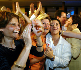 FRENCH PRESIDENT JACQUES CHIRAC PARTY (UMP) SUPPORTERS APPLAUDE ATRESULTS OF FRENCH PARLIAMENTARY ...