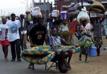 LIBERIAN RESIDENTS FLEE FROM REBELS TO CENTRE OF MONROVIA.
