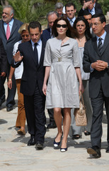 France's President Nicolas Sarkozy and his wife Carla Bruni-Sarkozy visit the archeological site of Carthage in Tunis
