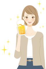 ビールを飲む女性 人物 笑顔