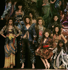 Modes present creations at China Fashion Week in Beijing
