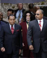 Pop star Michael Jackson and Joe Jackson leave the Santa Barbara County Courthouse in Santa Maria, ...
