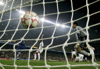 Chelsea's players react as Barcelona's Gudjohnsen celebrates scoring during Champions League match in Barcelona