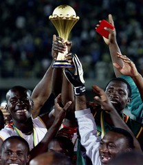 CAMEROON PLAYERS CELEBRATE WIN OF AFRICAN NATIONS CUP.