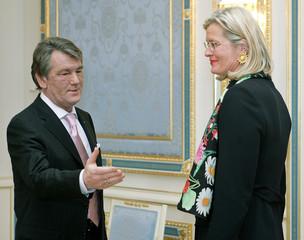 Ukrainian President Yushchenko welcomes Austrian Foreign Minster Plassnik for official talks in Kiev