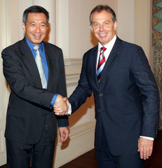 British Prime Minister Blair shakes hands with his Singaporean counterpart Lee after making a ...