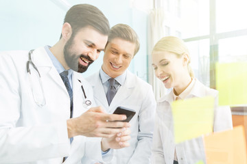 doctors using smartphone