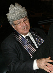 Palestinian head of foreign relations of the PLO Kaddoumi gesturesupon his arrival in Damascus.