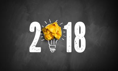 Jahreszahl 2018 mit Idee Symbol