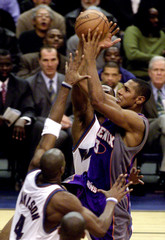 Phoenix Suns Diaw drives the lane between Wizards Jamison and Arenas in Washington