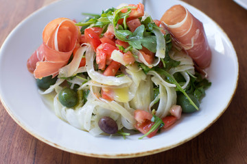 Arugula and fennel salad with prosciutto