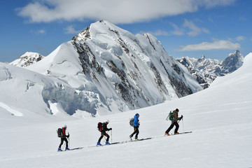 Foto op Aluminium Alpinisme Sci alpinisti sul Monte Rosa (verso Capanna Margherita)