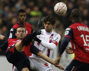 Lille's Cabaye fights for the with Olympique Lyon's Juninho during their French Ligue 1 soccer match at the Stade de France in Saint Denis