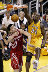 LAKERS SHAQUILLE ONEAL DUNKS OVER ROCKETS YAO MING IN GAME 5 OF NBA PLAYOFFS.