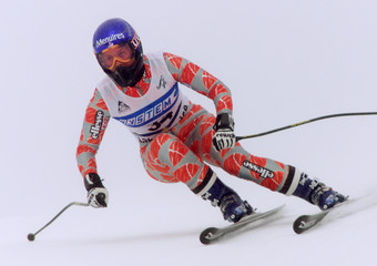 FRANCE'S MELANIE SUCHET SKIS DURING WORLD CUP PRACTICE RUN AT LAKELOUISE.