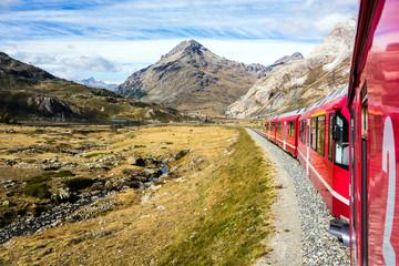 Bernina Express Eisenbahn, Lago Bianco, Graubünden, Schweiz