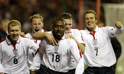 ENGLAND'S VASSELL CELEBRATES HIS GOAL WITH SCHOLES, BUTT, ROONEY ANDBECKHAM AGAINST TURKEY IN THEIR ...