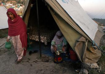 Survivors of October 8, 2005 earthquake prepare food at refuge camp in Muzaffarabad
