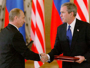 US PRESIDENT BUSH AND RUSSIA PRESIDENT PUTIN AT ARMS TREATY SIGNING.