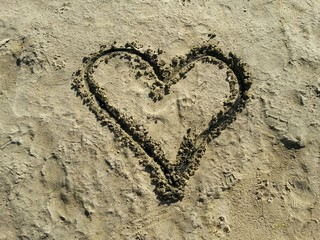 Herz in Sand