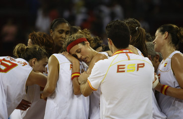 Spain's team members celebrate after defeating Czech Republic in their preliminary Group B women's basketball game at the Beijing 2008 Olympic Games
