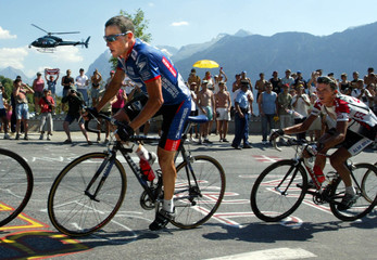 LANCE ARMSTRONG OF USA CLIMBS TO L'ALPE D'HUEZ IN EIGHTH STAGE OF TOURDE FRANCE.