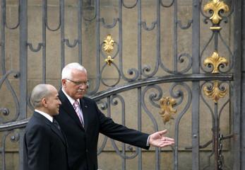 Czech Republic's President Klaus welcomes Cambodia's King Sihamoni in Prague