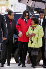 Pop star Michael Jackson arrives with his father Joe Jackson and mother Katherine at the Santa Barbara County Courthouse in Santa Maria