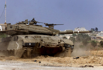 AN ISRAELI TANK ENTERS A PALESTINIAN RULED AREA IN RAFAH.