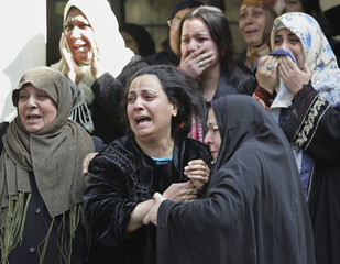 Wife of Abdul Razak al-Na'as cries during funeral in Baghdad