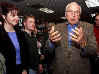 CHENEY SPEAKS TO REPORTERS DURING VISIT TO AUSTIN HEADQUARTERS.