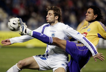 Slovan Liberec's Holenda fights for the ball with Grasshoppers' Weligton during their UEFA Cup match in Liberec