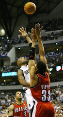MAVERICKS VAN EXEL SHOOTS OVER BLAZERS PIPPEN IN FIRST HALF OF GAMESEVEN.