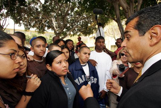 Los Angeles mayoral candidate Antonio Villaraigosa talks to Latino and black students at Cinco de Mayo ...