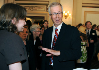 Liberal leader Stephane Dion speaks with supporters at a reception hosted by the Manitoba Liberal Caucus in Winnipeg