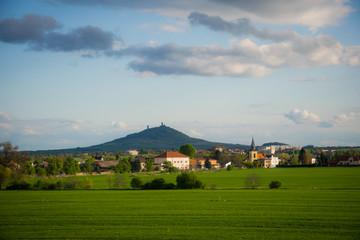 Мирный живописный деревенский пейзаж в Богемии