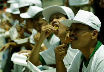 VETERINARIANS AND ANIMAL HEALTH WORKERS EAT CHICKEN IN JAKARTA.