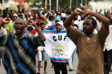 Supporters of CUF challenge security forces at the main market in Stone Town Zanzibar