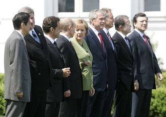 G8 heads of states pose for a photograph in Heiligendamm