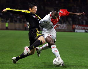 Monaco's Nonda challenges Marseille's Nakata of Japan during the french league 1 soccer match in Monaco.
