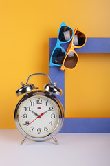 Vintage set - Alarm clock, two sunglasses and frame