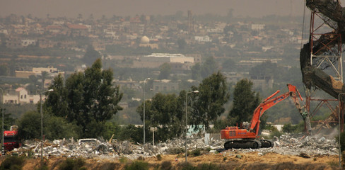 Israeli heavy equipment destroys houses in the Jewish settlement of Morag southern Gaza Strip.