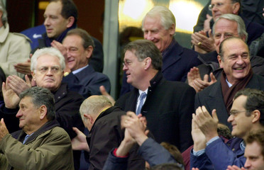 French Prime Minister Lionel Jospin (2nd row L) glances towards President Jacques Chirac (R) as Fren..
