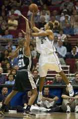 MAGICS HOWARD SHOOTS OVER SPURS DUNCAN.