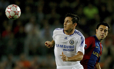 Barcelona's Hernandez challenges Chelsea's Lampard during Champions League match in Barcelona