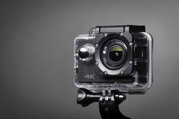 Action Cam 4K in Unterwassergehäuse auf Stativ