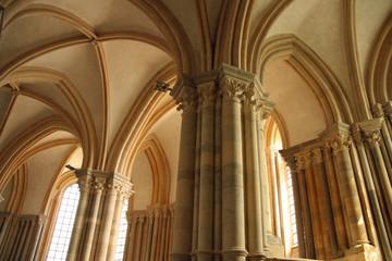 Voûtes de la basilique de Vezelay en Bourgogne, France
